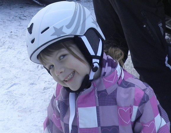 SÁRA. Usměvavá lyžařka.