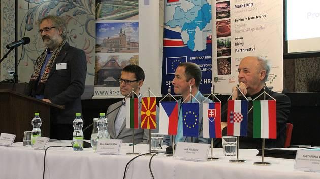 Na sto účastníků zoblasti vědy, kultury, veřejné správy, regionálního rozvoje, cestovního ruchu kultury i církve zČeska, Slovenska, Maďarska, Bulharska, Chorvatska a Severní Makedonie se zúčastnilo na Velehradě dvoudenní mezinárodní konference o Cyrilom