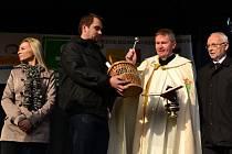 Mladé víno roku 2012 požehnal na Masarykově náměstí v Uherském Hradišti tamní farář Jan Turko.