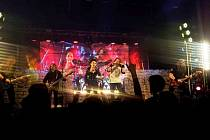 Koncert kapely Arakain s Lucií Bílou ve sportovní hale v Březolupech v neděli 5. dubna.