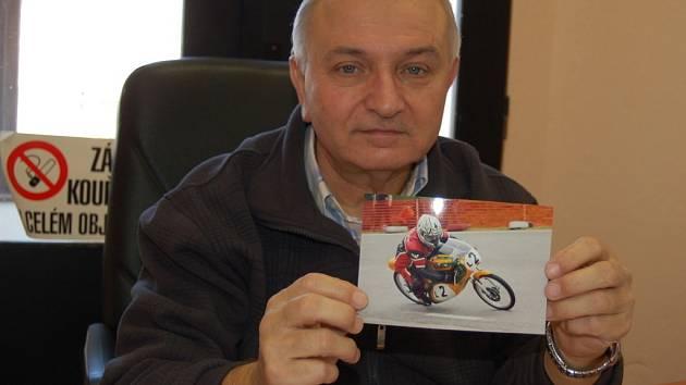 Motocyklový závodník Václav Holásek ze Zlechova.