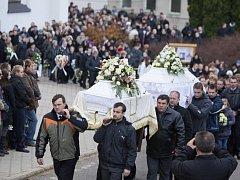 Ve farním kostele svatého Cyrila a Metoděje v Březové na Uherskohradišťsku se 17. listopadu konal pohřeb sester ze sousední obce Lopeník, kde společně s dalšími dvěma dívkami 10. listopadu tragicky zahynuly při automobilové rallye.