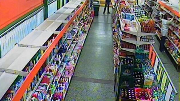 Ve čtvrtek 24. listopadu ve 12.26 hodin došlo k loupežnému přepadení prodejny COOP v Tupesích na Uherskohradišťsku. Pachatel s pistiolí v ruce nakonec nic neukradl.