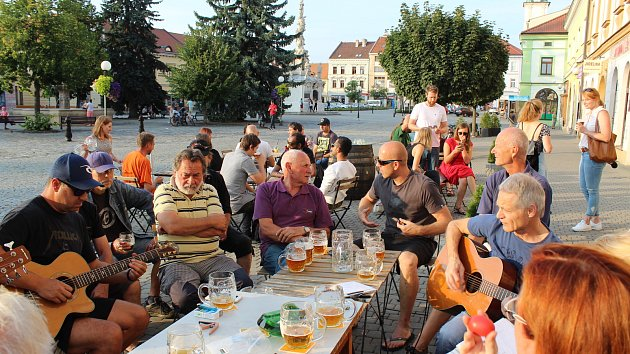 Venca's group koncertovali u Dobrého piva na podporu Chráněného bydlení