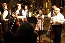 Tradiční vánoční charitativní koncert v Uherském Hradišti se letos uskutečnil pod taktovkou cimbálové muziky Kunovjan.