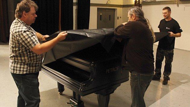 Stěhování klavíru Petrof