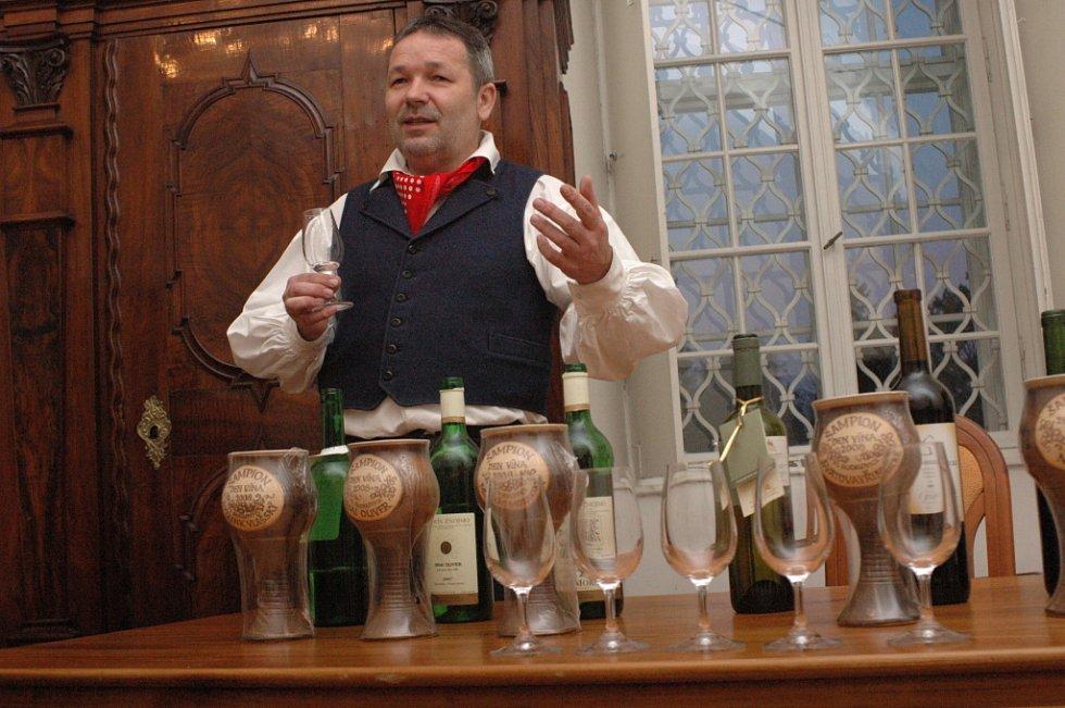 Ceny za nejlepší vína předal Pavel Dvořan.