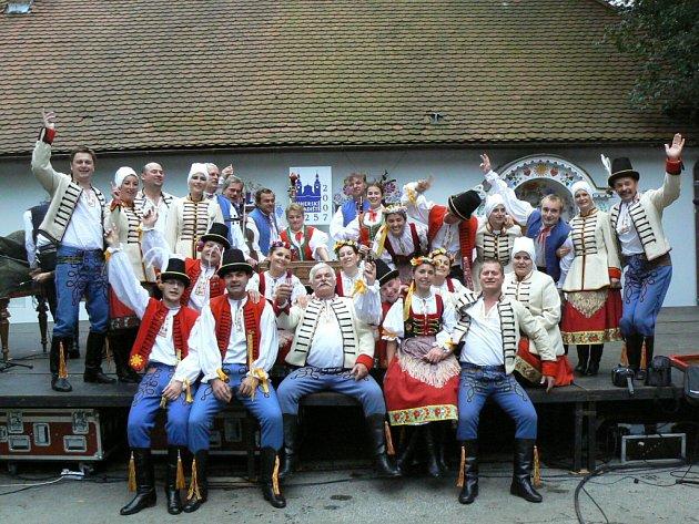 O legraci se souborem Světlovan není nouze. Snímek je ze Slováckých slavností vína a otevřených památek.
