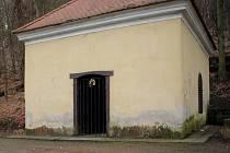Kaple svatého kříže v údolí Dlouhé řeky na Smraďavce.