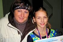 Nadějná krasobruslařka Slovácké Slavie Uherské Hradiště Klára Světlíková vyhrála závody v Břeclavi, velkou radost z toho měla i její trenérka Svatava Mazurková.