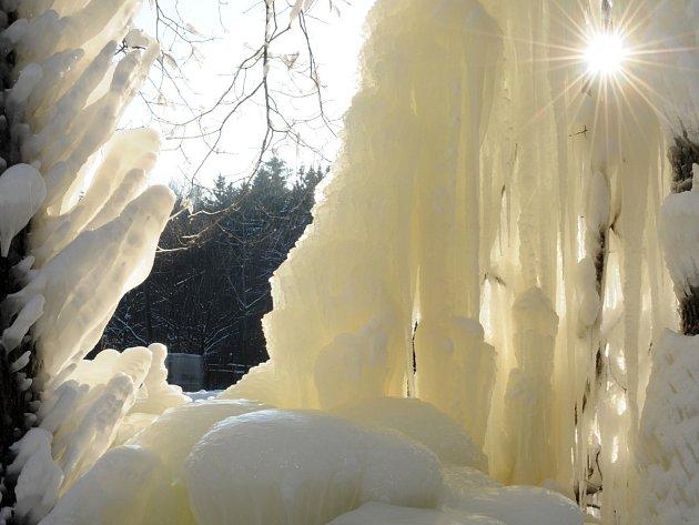 Ledová nádhera u motorestu Tramp v Buchlovských horách.