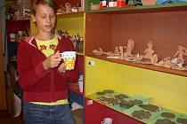 Z příměstského tábora nezůstanou dívkám jen vzpomínky, ale i vlastnoručně vyrobené předměty z keramiky.