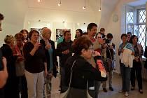 Výstava nazvaná jednoduše Fotografie představuje na čtyři desítky dokumentárních snímků, které vznikaly v průběhu několika desetiletí takřka na všech místech Zeměkoule.