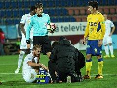 1. FC Slovácko vs. FK Teplice. Zraněný Vlastimil Daníček musel o poločase střídat.