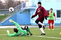 Střelci Spartaku Hluk vyzráli na gólmana Ostrožské Lhoty Zbyňka Šichu pouze jednou. Takhle na průběžných 1:1 vyrovnal Jan Dohnal.
