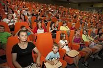 Stolky u některých sedaček v uherskohradišťském kině chybí