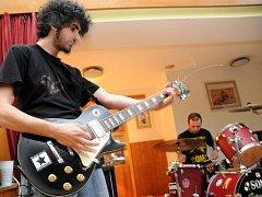 Minifestival rockových kapel v Míkovicích.