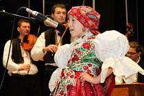 Třetího ročníku pěvecké soutěže Zazpívej, slavíčku, se za doprovodu cimbálovky Pentla zúčastnilo sedmnáct dětí ze Slovácka.