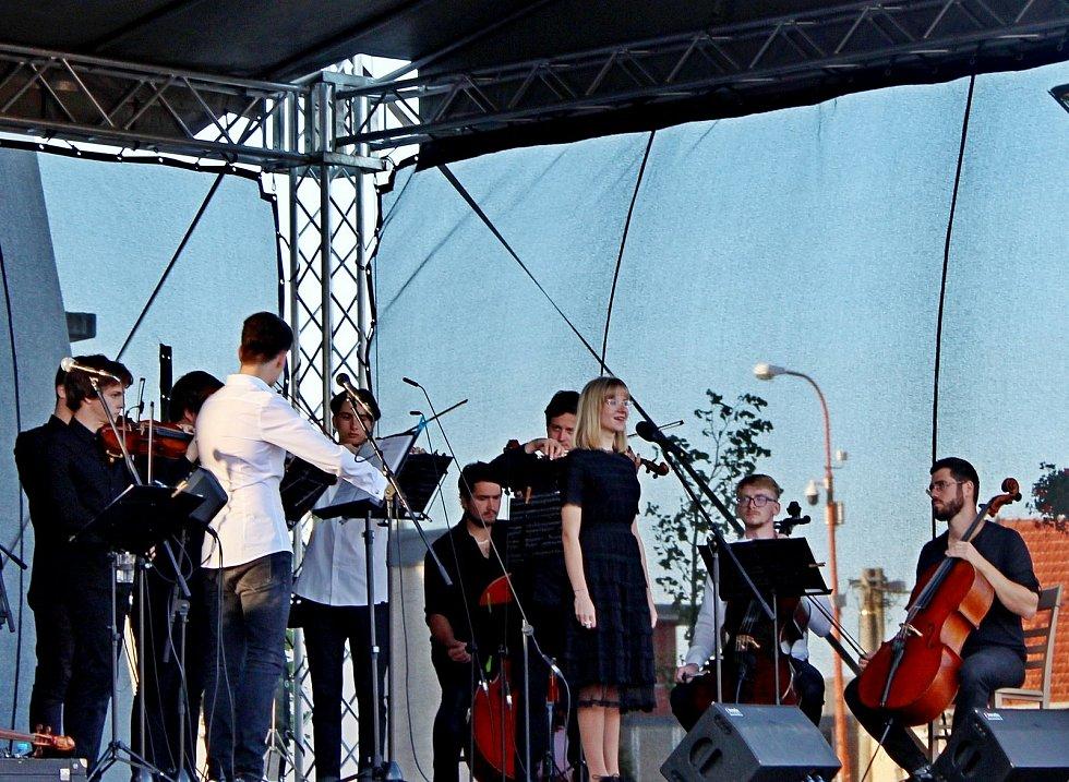 Stovky lidí se vnedělním podvečeru nechaly unášet jedenáctým Velkomoravským koncertem ve Starém Městě.