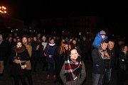 V pátek 17. listopadu uspořádali studenti na Masarykově náměstí v Uherském Hradišti vzpomínkovou akci k událostem roku 1939 a 1989.