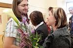 Gratulace se od návštěvníků Kateřině Vlachynské i Stanislavu Horákovi.