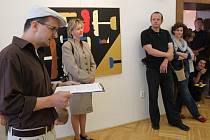 Výtvarný redaktor nakladatelství  měsíčníku Host Martin Stöhr( první zleva) přiblížil život a dílo autora výstavy Petráka.