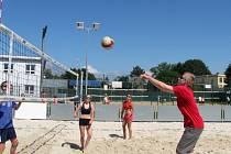 Beachvolejbal hrály smíšené týmy.