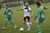 ČSK Uh. Brod - Tatran Bohunice 1:0 (0:0) Uherský Brod v bílém. Kapitán Uh. Brodu Pavel Němčický.