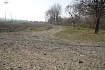 V této části lokality Padělky v Dolním Němčí by v budoucnu měla vést asfaltová cyklostezka