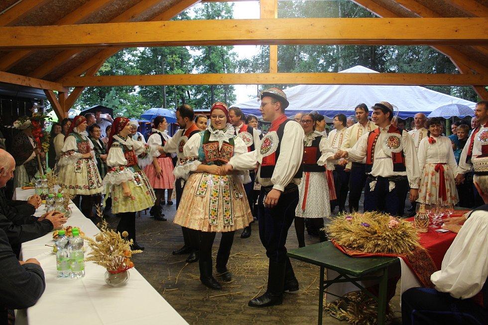V posledním srpnovém dnu si obec Dolní Němčí, coby vítěze celostátního kola Vesnice roku 2018 a jeho tradice prohlédla hodnotící komise soutěže Evropská cena obnovy vesnice. Ukázka folklorní oslavy dožínek.