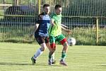 Fotbalisté Ostrožské Nové Vsi (v modrých dresech) prohráli v prvním kole Poháru Zlínského KFS s Dolním Němčí 1:2. Na snímku Pavel Krchnáček.