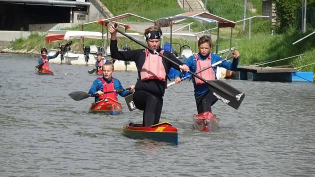 Rychlostní kanoisté z Ostrožské Nové Vsi  v sobotu vyměnili jezero Čtverec za Baťův kanál.