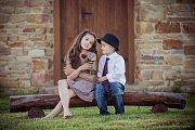 6. S KYTKOU. Upřímný dětský úsměv je víc než tisíce slov.