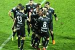 Radost fotbalistů Hradce Králové po brance Tomáše Malinského na 0:2