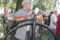 Na historických kolech jezdí nadšenci například ve Ždánicích na Hodonínsku.