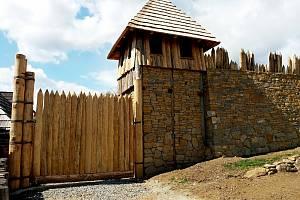 Mohutné hradební těleso ve skanzenu bude moravským unikátem.