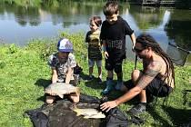 Konventního rybníka a mokřadu Žabinec na Modré obsadili vsobotu malí rybáři. Konal se tam dětský rybářský den Zlínského kraje.
