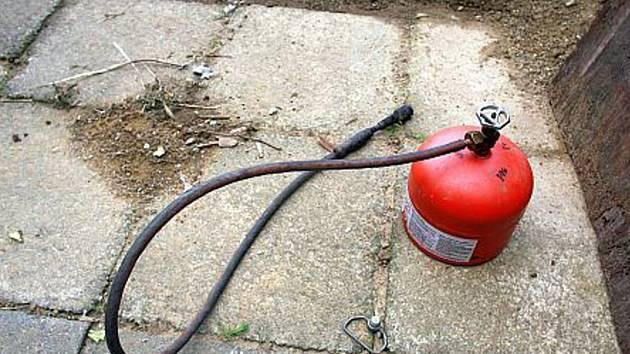 I malá plynová láhev může při nedbalosti způsobit velké zranění.