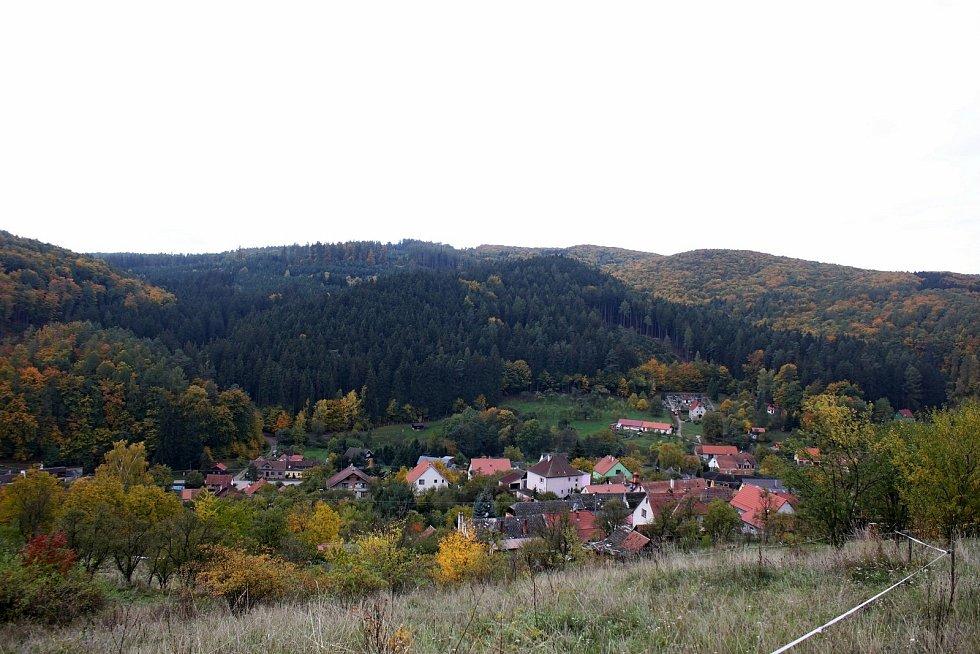 Vstupní brána do Chřibů je vesnička Salaš. Údolí  Salaše.