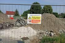 Staveniště parkovacího domu u CPA Delfín v Uherském Brodě.