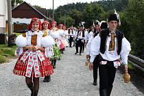 Jankovická hodová chasa vyrazí v sobotu odpoledne pro své vládce. Po povolení hodů položí starosta obce kytici k památníku padlých.