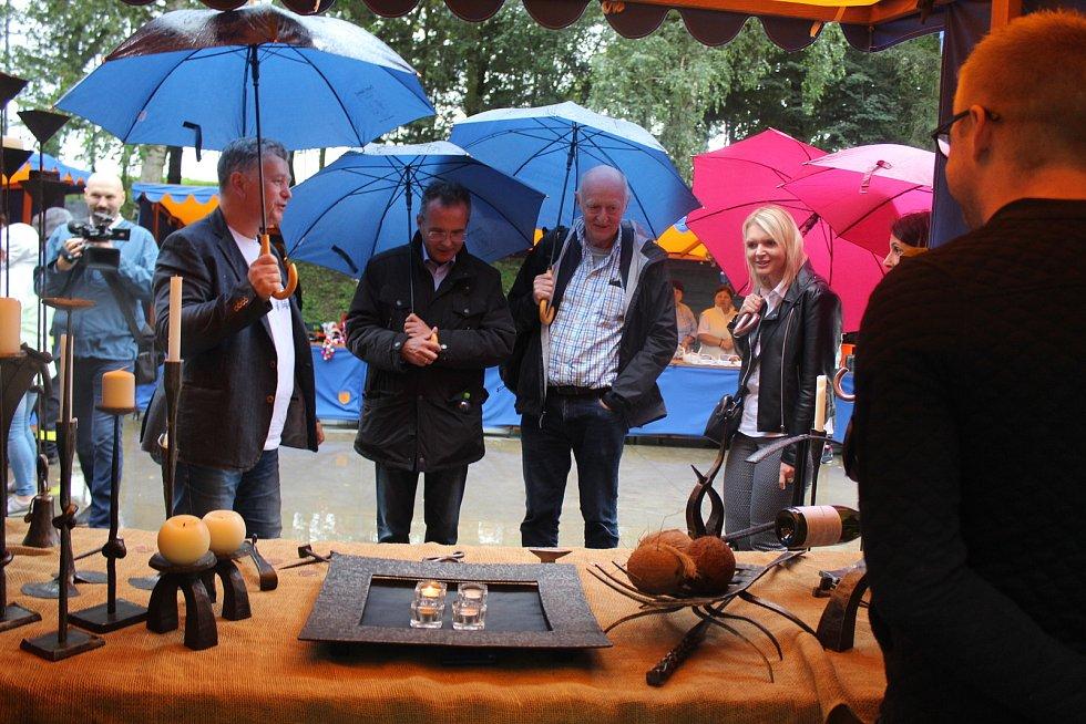 V posledním srpnovém dnu si obec Dolní Němčí, coby vítěze celostátního kola Vesnice roku 2018 a jeho tradice prohlédla hodnotící komise soutěže Evropská cena obnovy vesnice. Prezentační jarmark v areálu myslivecké chaty.