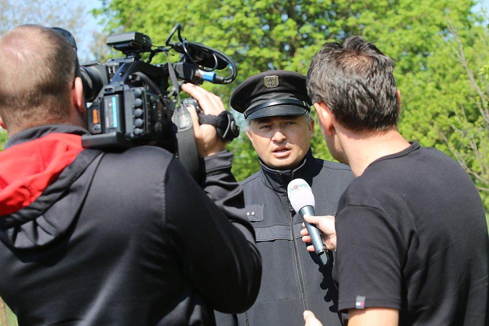 Pátrání po nezvěstném tříletém Ivanovi v obci Podolí