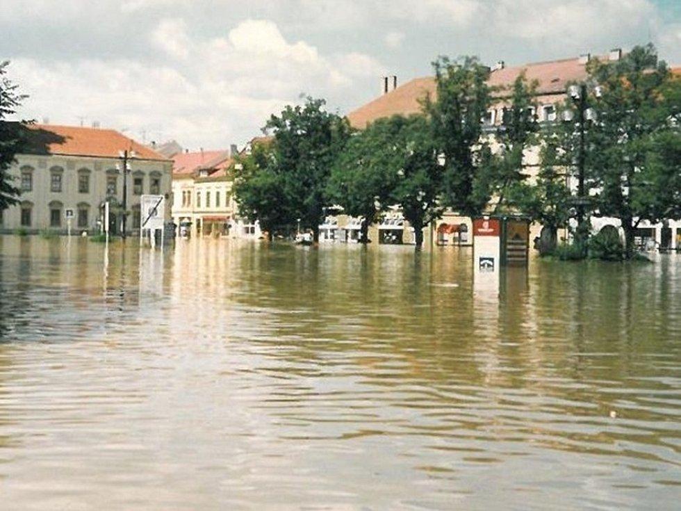 Masarykovo náměstí celé pod vodou.