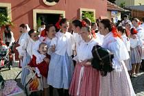 Klebetnice z Hluku se slavností zúčastňují každoročně.