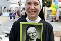 Boromejka Remigie Anna Češíková je autorkou knihy Matka Vojtěcha – služebnice Boží, statečný svědek víry, ale i stejnojmenné výstavy.