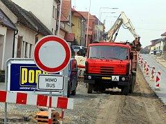 Oprava silnice ve Zlechově.