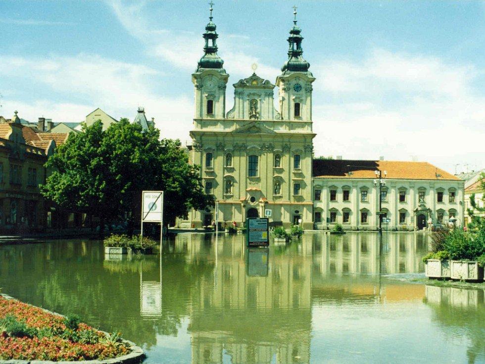 Masarykovo náměstí v Uherském Hradišti v červenci 1997.