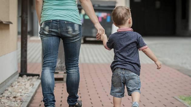 Čtyřletý chlapec na Vinohradech utekl matce. Nechtěl odejít ze školky