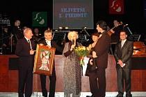 Loni ocenění převzala slavná herečka Květa Fialová